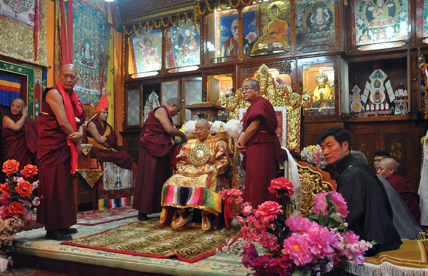 Hal yang Berkaitan dengan Karma Kagyu Institusi Agama Buddha di Asia