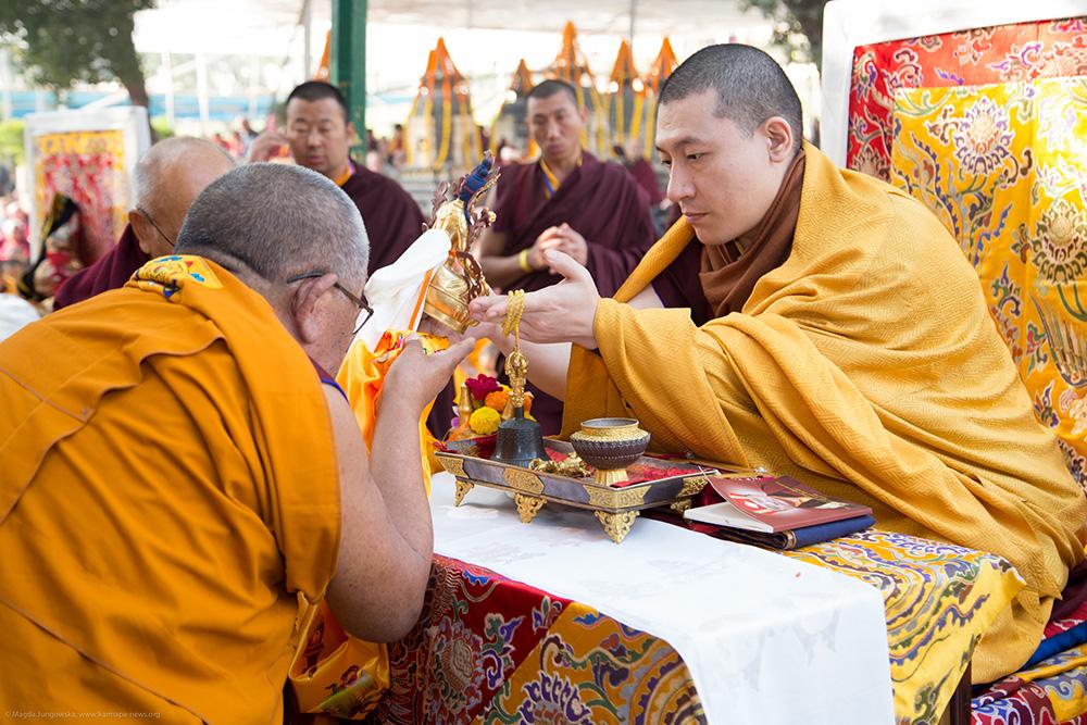 Jalan Mulia Karma Kagyu Institusi Agama Buddha di Asia